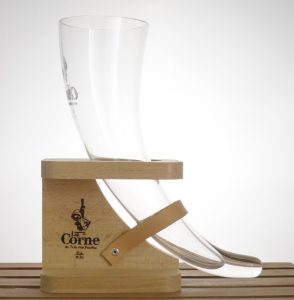 La Corne du Bois des Pendus Glass in Wooden Stand 33 cl